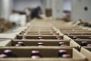 confezionamento bottiglie vino